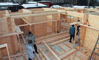 Экологический дом из клееного бруса возводится на строительной площадке буквально за считанные месяцы