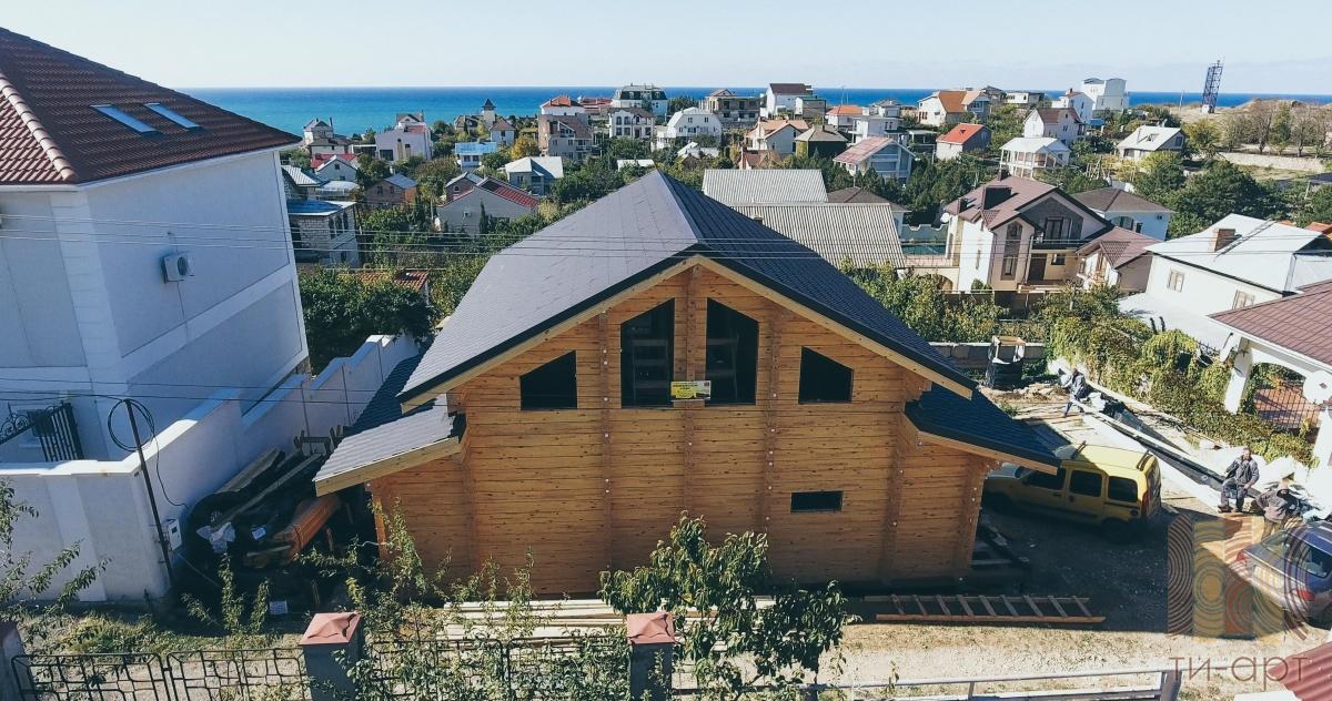 Деревянный дом из лиственницы по индивидуальному проекту в Алуште