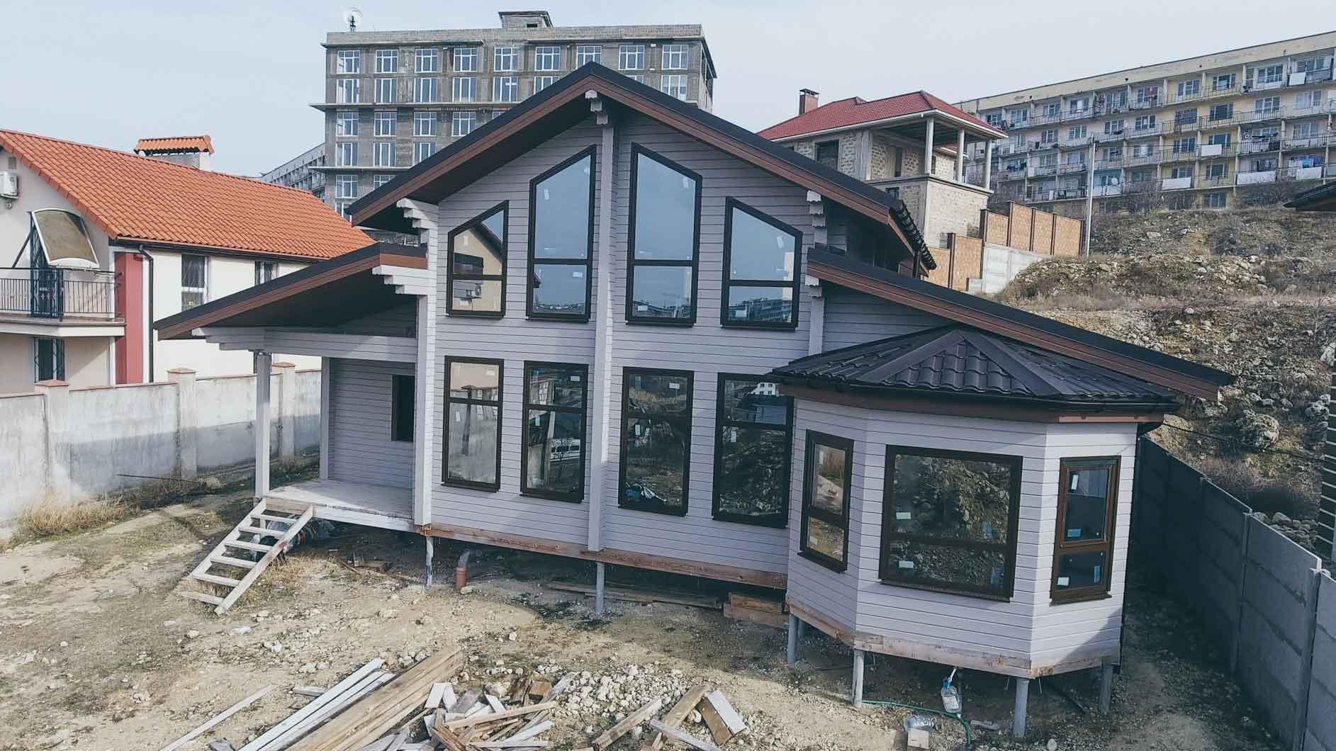 Деревянный дом со вторым светом в Студгородке Севастополя